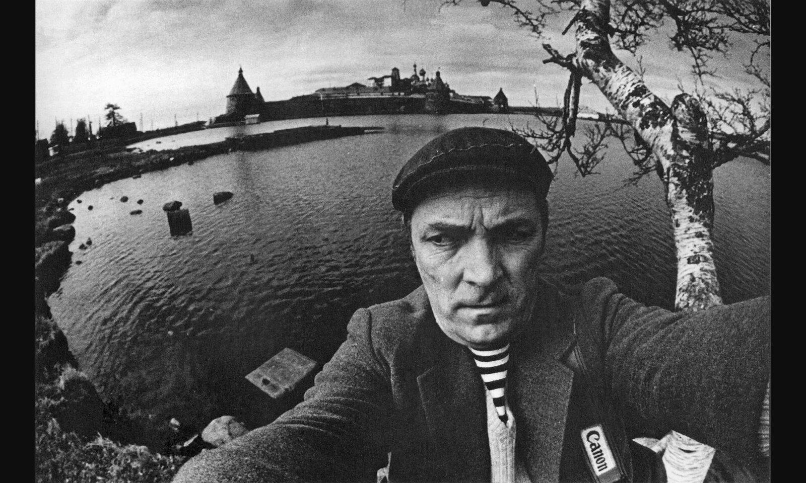 1973. Фотограф Виктор Ахломов на Соловецком архипелаге