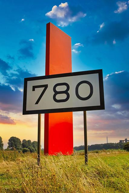 Rheinorange auf Rheinkilometer 780 in Duisburg