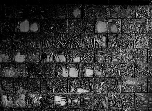 Damaged tiles LV4A5356
