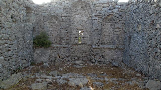 Κλάπηκε πέτρα με εγχάρακτο σταυρό από το ξωκλήσι της Παναγιάς στους Σκάρους