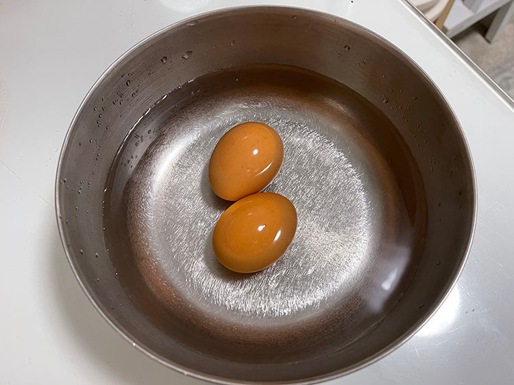 place the egg in cool water