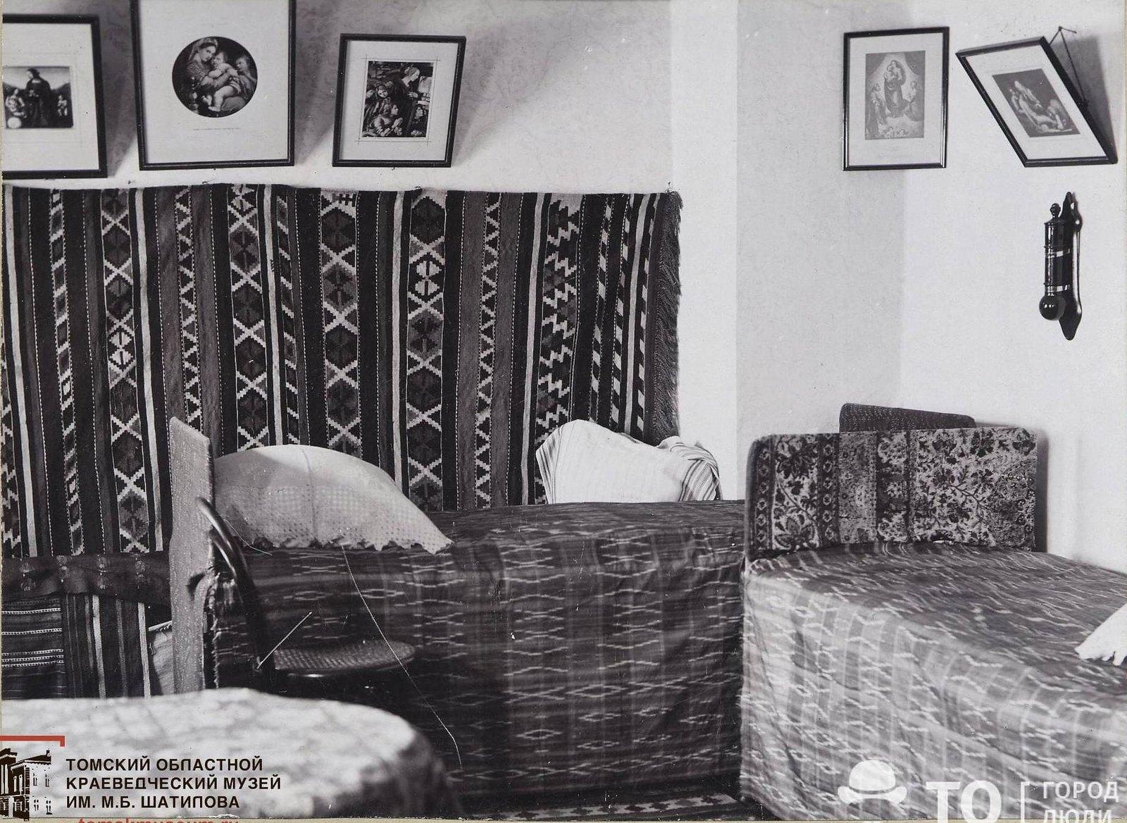 Спальня в квартире В.И. Семидалова] 1896