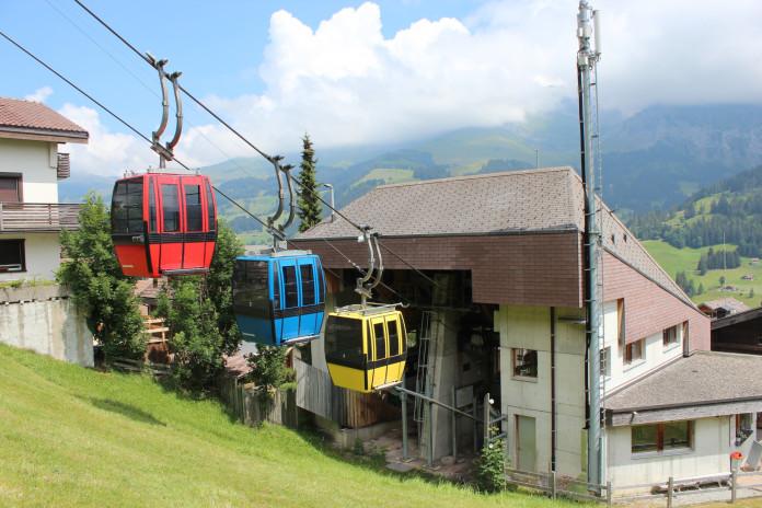 Zajímavé kabinkové lanovky ve švýcarském Adelbodenu