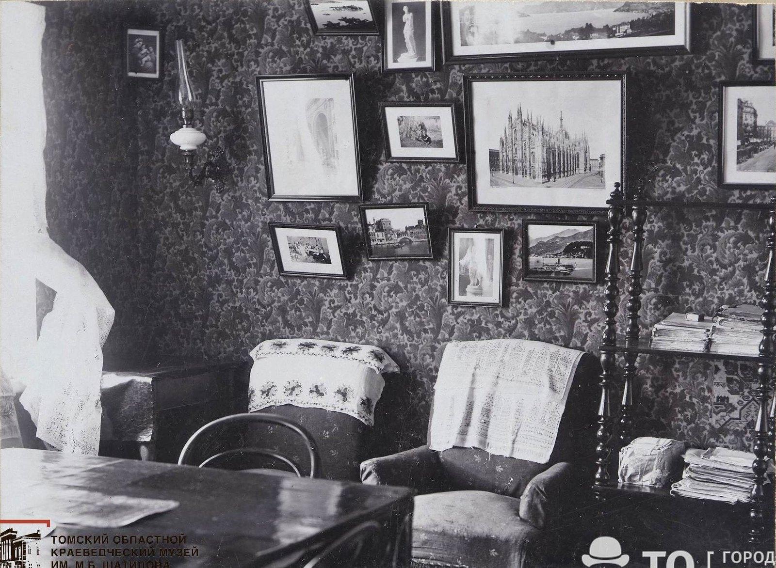 Гостиная в квартире В.И. Семидалова