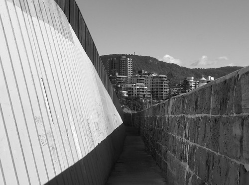 kaptainkobold street streetphotography photography olympus omd wolongong nsw australia city urban building shadow light blackandwhite bw mountkeira escarpment illawarra wall passage architecture