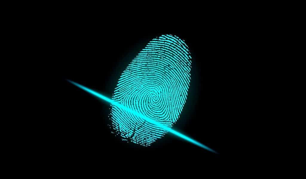 Une IA peut clarifier des empreintes digitales