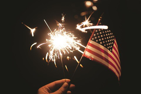 hand_holding_American_flag_and_sparkler