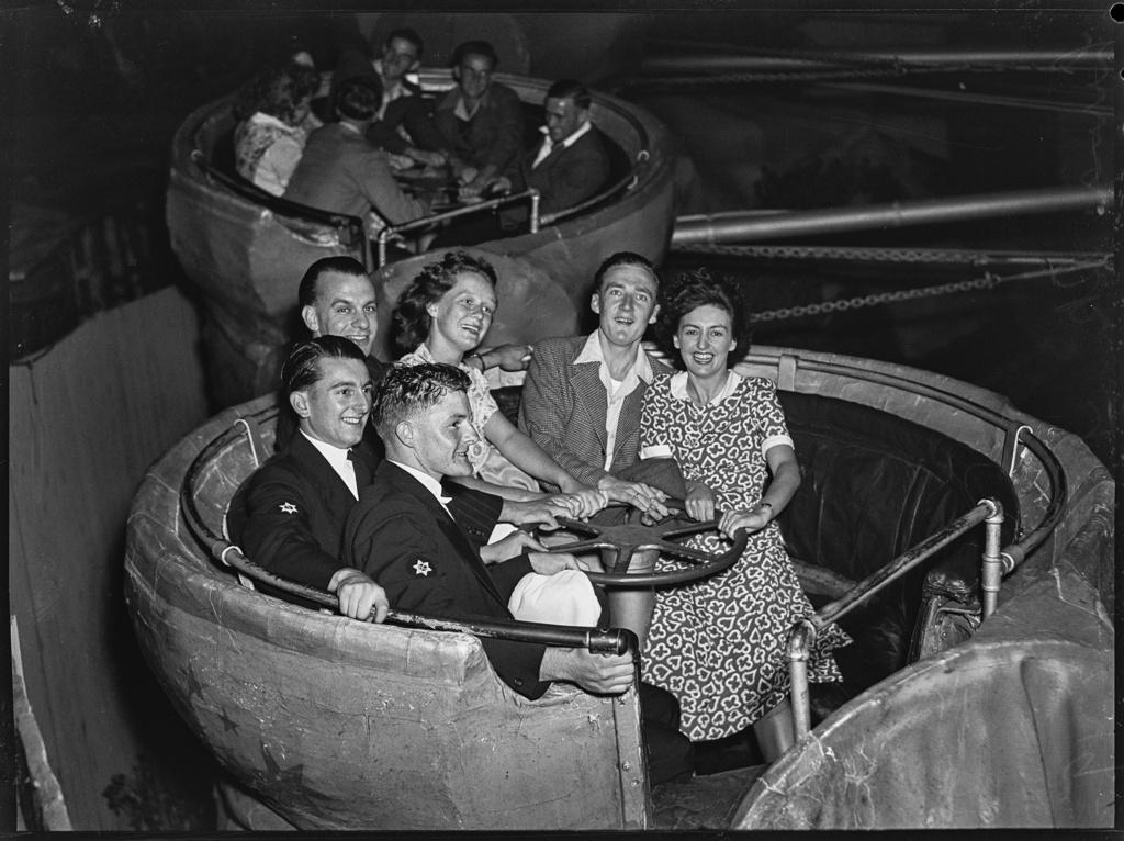 Expressions at Luna Park, Sydney, c. 1940