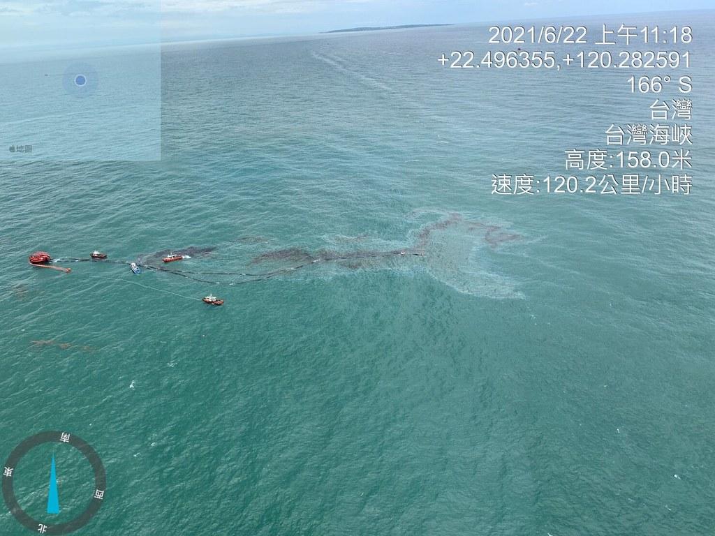 俯視外海油污範圍。照片提供:海保署