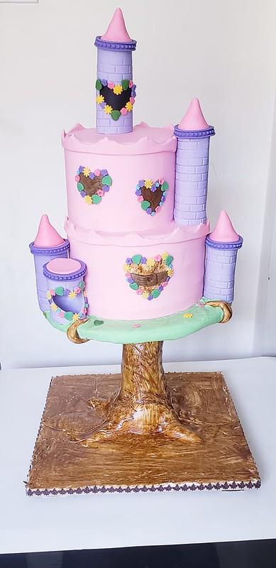Cake by Nora Aboalrub of Nora's Sweets