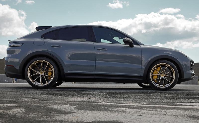2022-Porsche-Cayenne-Turbo-GT-28