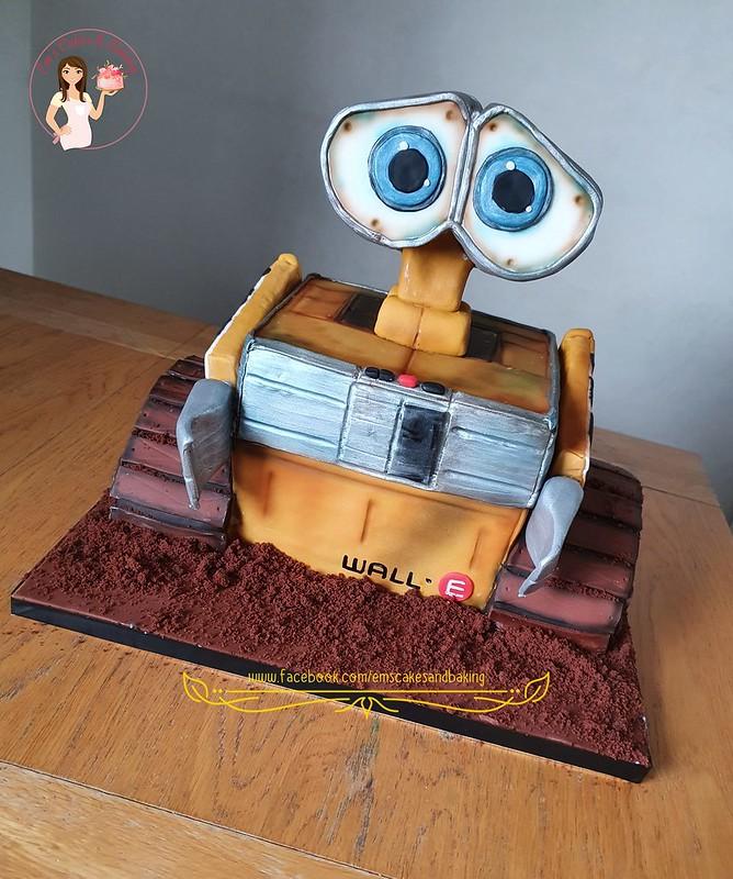 Wall-e Cake by Emma Payne of Em's Cakes & Baking