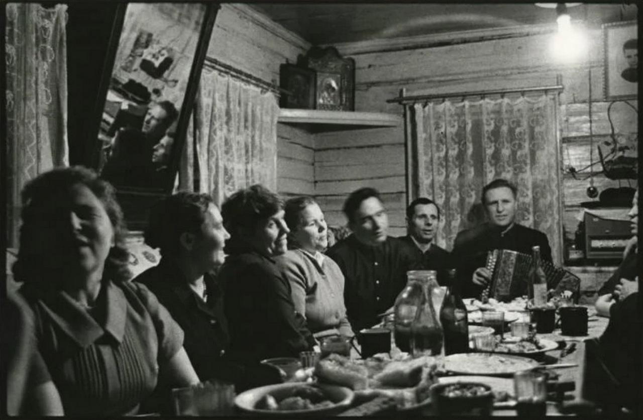 1961. Застолье