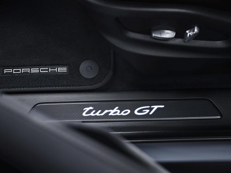 2022-Porsche-Cayenne-Turbo-GT-15