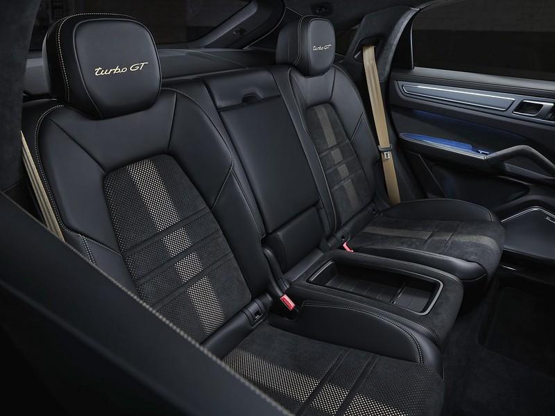 2022-Porsche-Cayenne-Turbo-GT-13