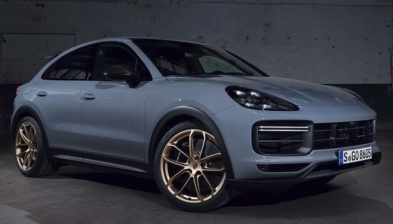 2022-Porsche-Cayenne-Turbo-GT-3