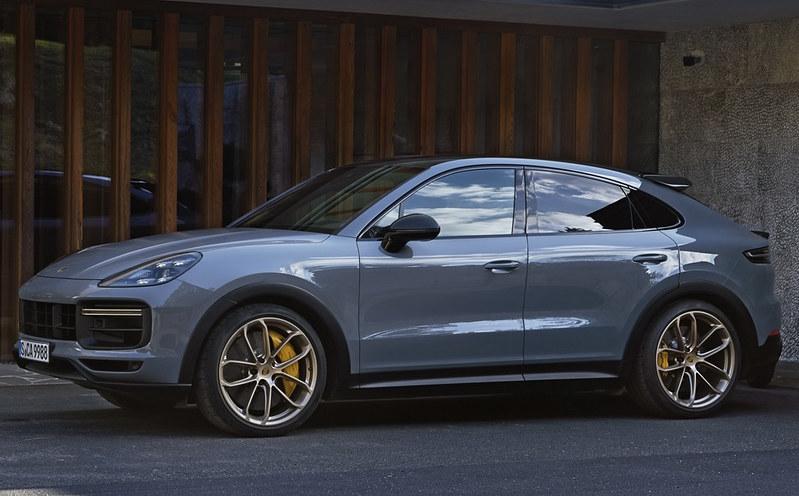 2022-Porsche-Cayenne-Turbo-GT-31