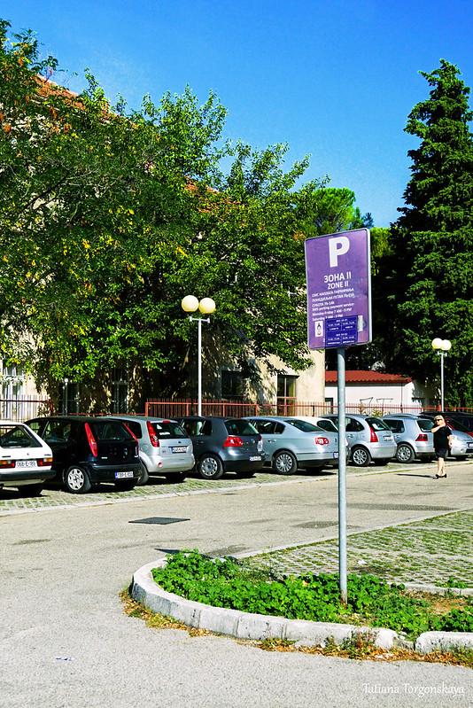 Уличная парковка в Требине