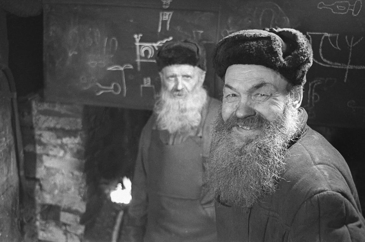 1965. Псковские кузнецы.