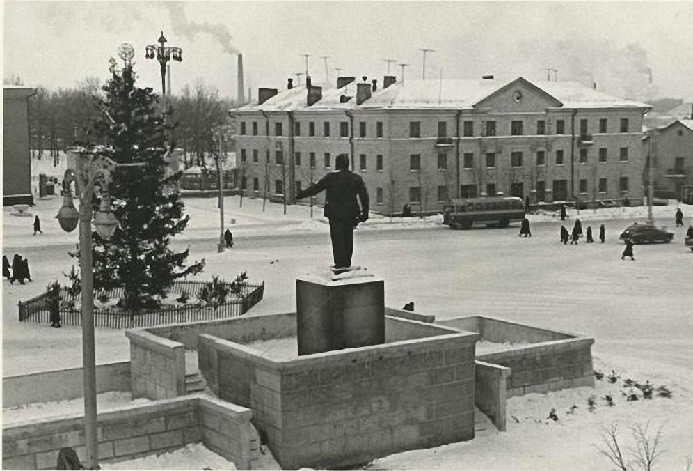 1960-е. Щёкино. Памятник В.И.Ленину