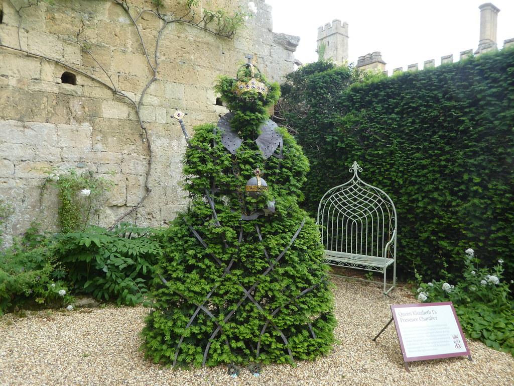 Royalty inspired garden artwork, Sudeley Castle