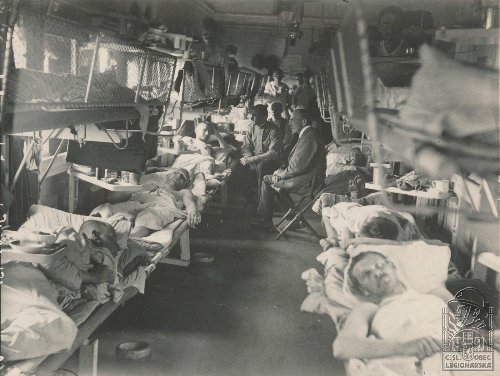1918. Раненые в медицинском поезде