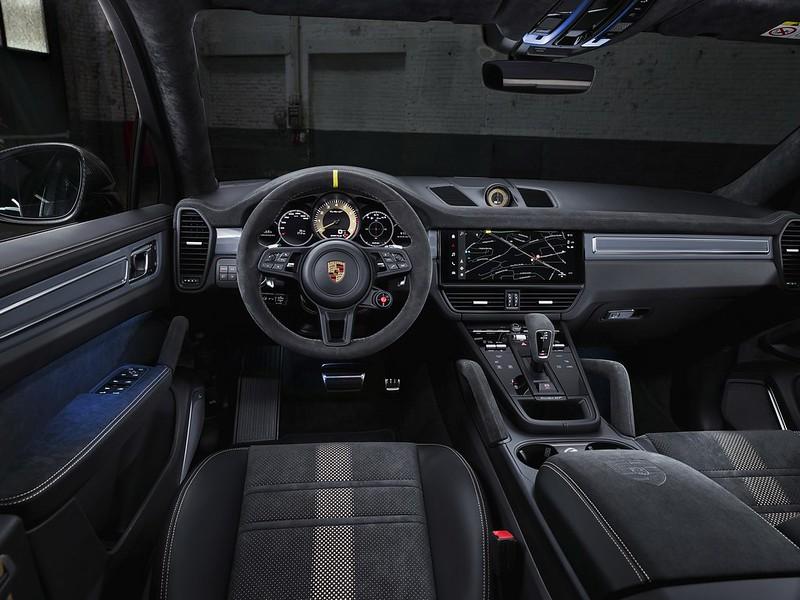 2022-Porsche-Cayenne-Turbo-GT-12