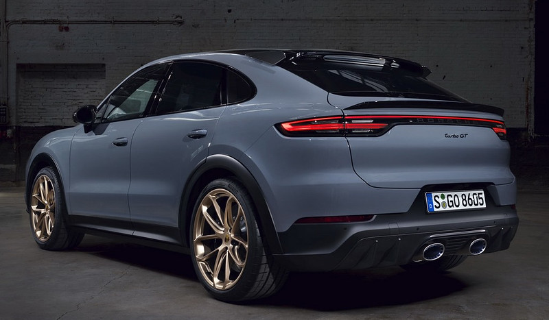 2022-Porsche-Cayenne-Turbo-GT-1