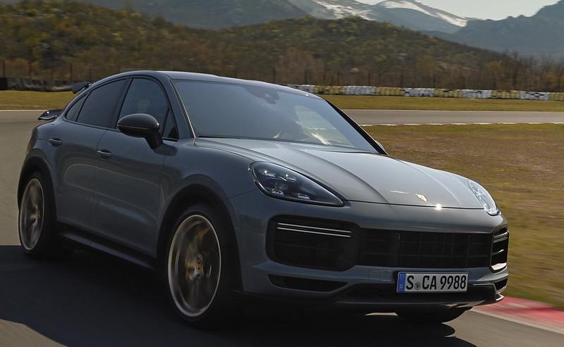 2022-Porsche-Cayenne-Turbo-GT-20