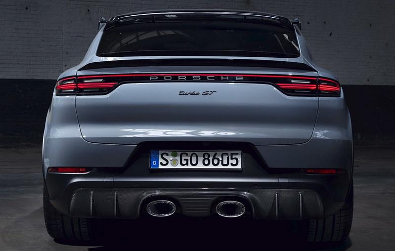 2022-Porsche-Cayenne-Turbo-GT-8