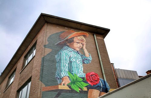 """Beautiful mural """"waiting for..."""" in Kessel-Lo from artist Smates"""