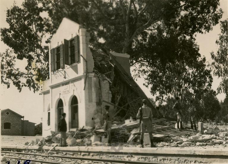 Ramla-station-after-explosion-by-etzel-19470501-ybz-1607