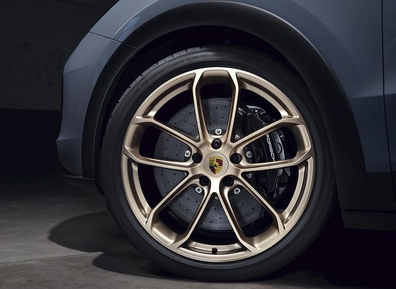 2022-Porsche-Cayenne-Turbo-GT-11