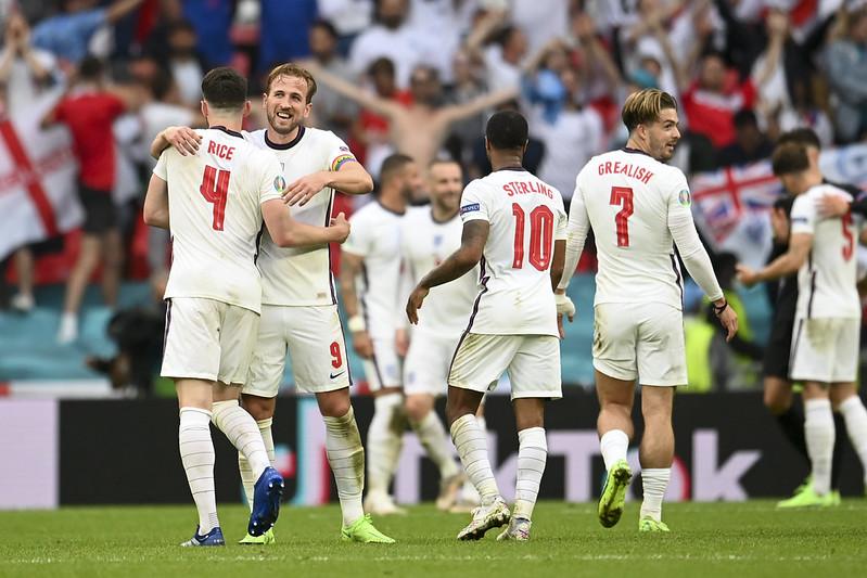 英格蘭獲勝後慶祝。(達志影像)