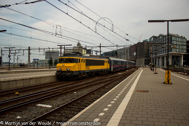 20210627_NL_Amsterdam-Centraal_NS 1752 with Nightjet
