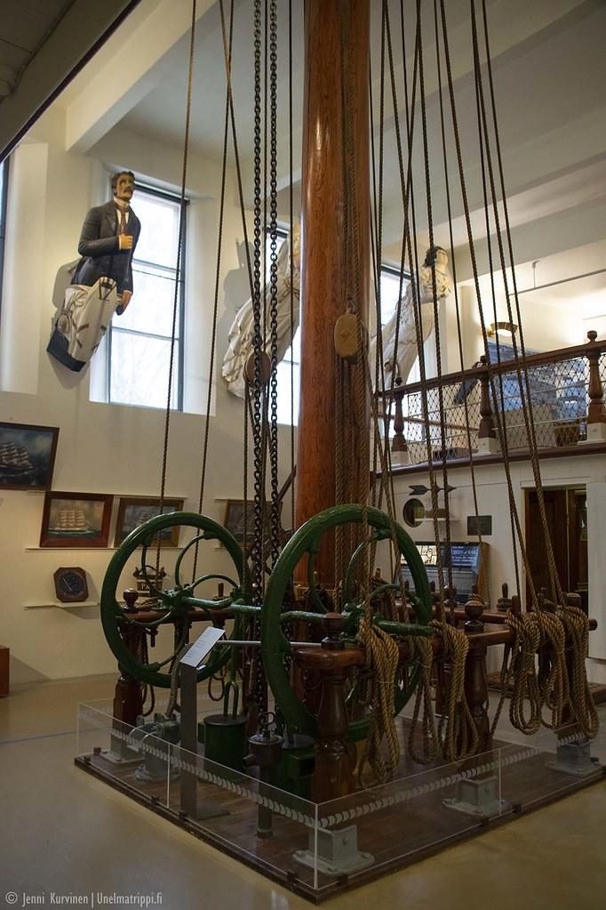 Purjelaivan masto Ahvenanmaan Merenkulkumuseossa