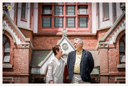 熟年夫婦のプチ旅行風写真