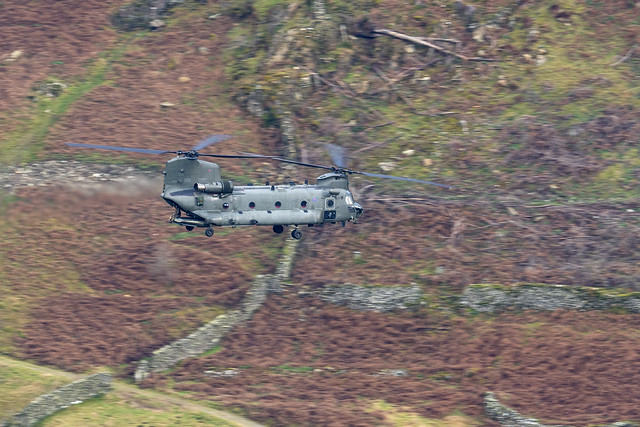 Boeing CH-47F Chinook ZK550 N701UK