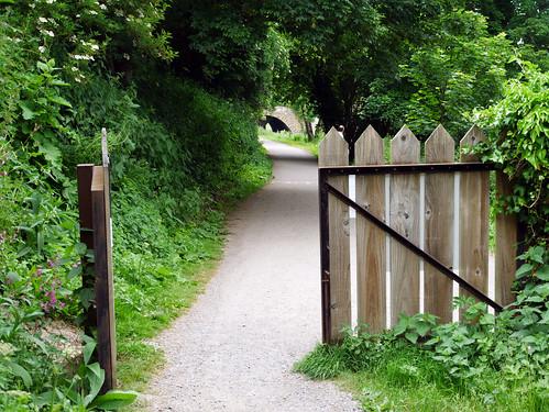 Pathway to Dundas Aqueduct