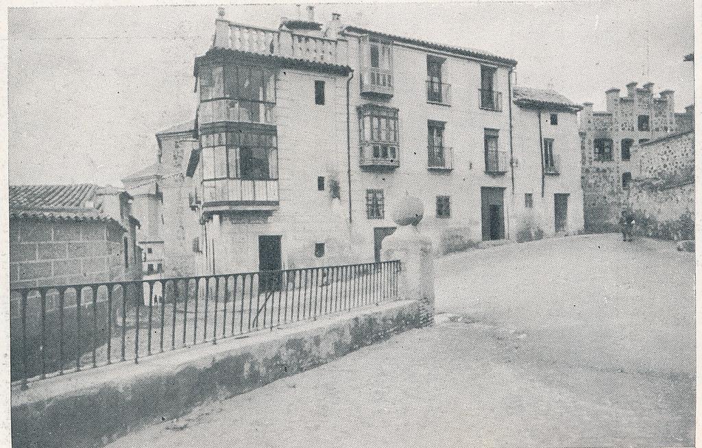Paseo de San Cristóbal. Foto incluida en el Plan General de Ordenación de Toledo publicado en 1945 en la Revista Nacional de Arquitectura. Colección personal de Eduardo Sánchez Butragueño.