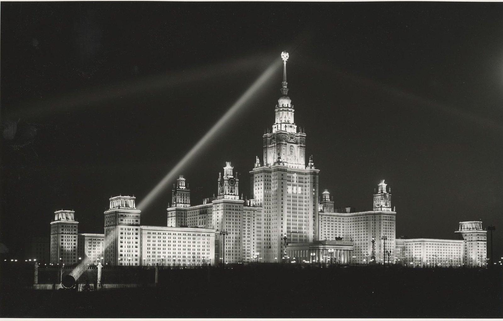 1953. МГУ на Ленинских горах в свете прожекторов. 1 мая