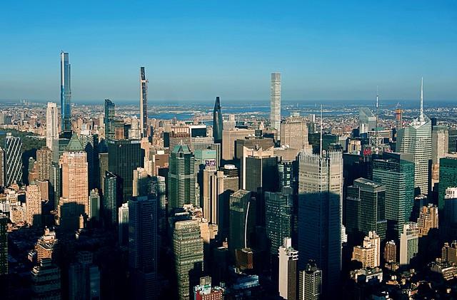 Throwing shade (again) - Midtown Manhattan, New York City