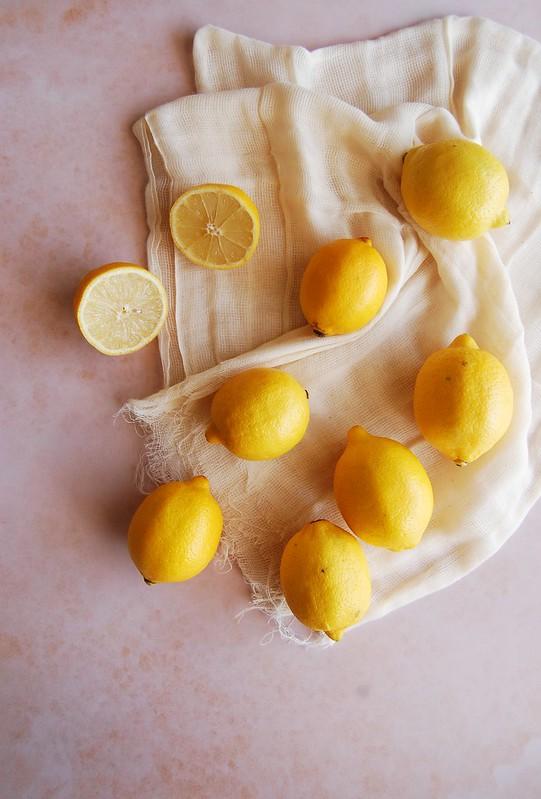Bolo de iogurte, pistache e limão siciliano