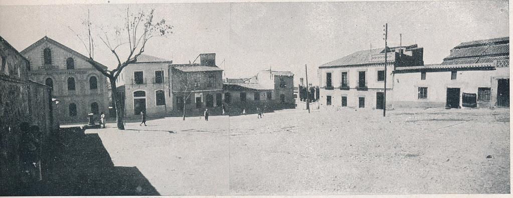 Plaza de Barrionuevo. Foto incluida en el Plan General de Ordenación de Toledo publicado en 1945 en la Revista Nacional de Arquitectura. Colección personal de Eduardo Sánchez Butragueño.