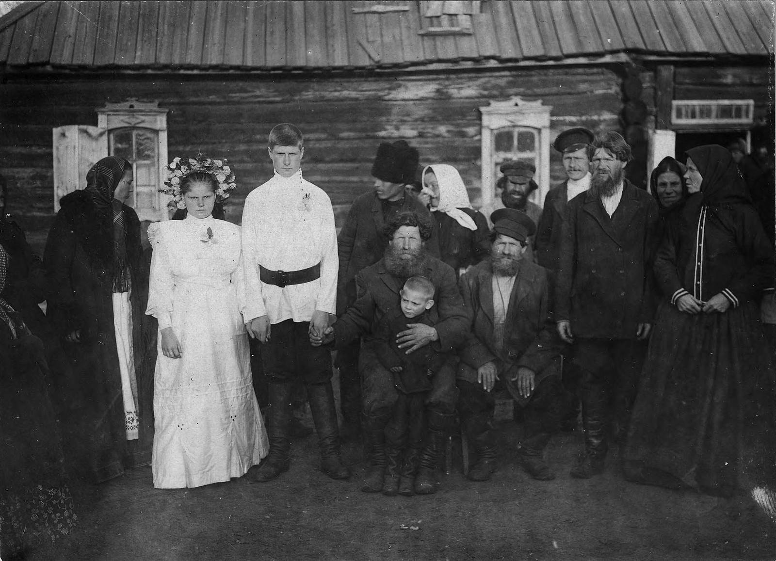 Свадьба в деревне Карымова Канского округа. Семья Соколовых, новоселов из Тамбовской губернии.