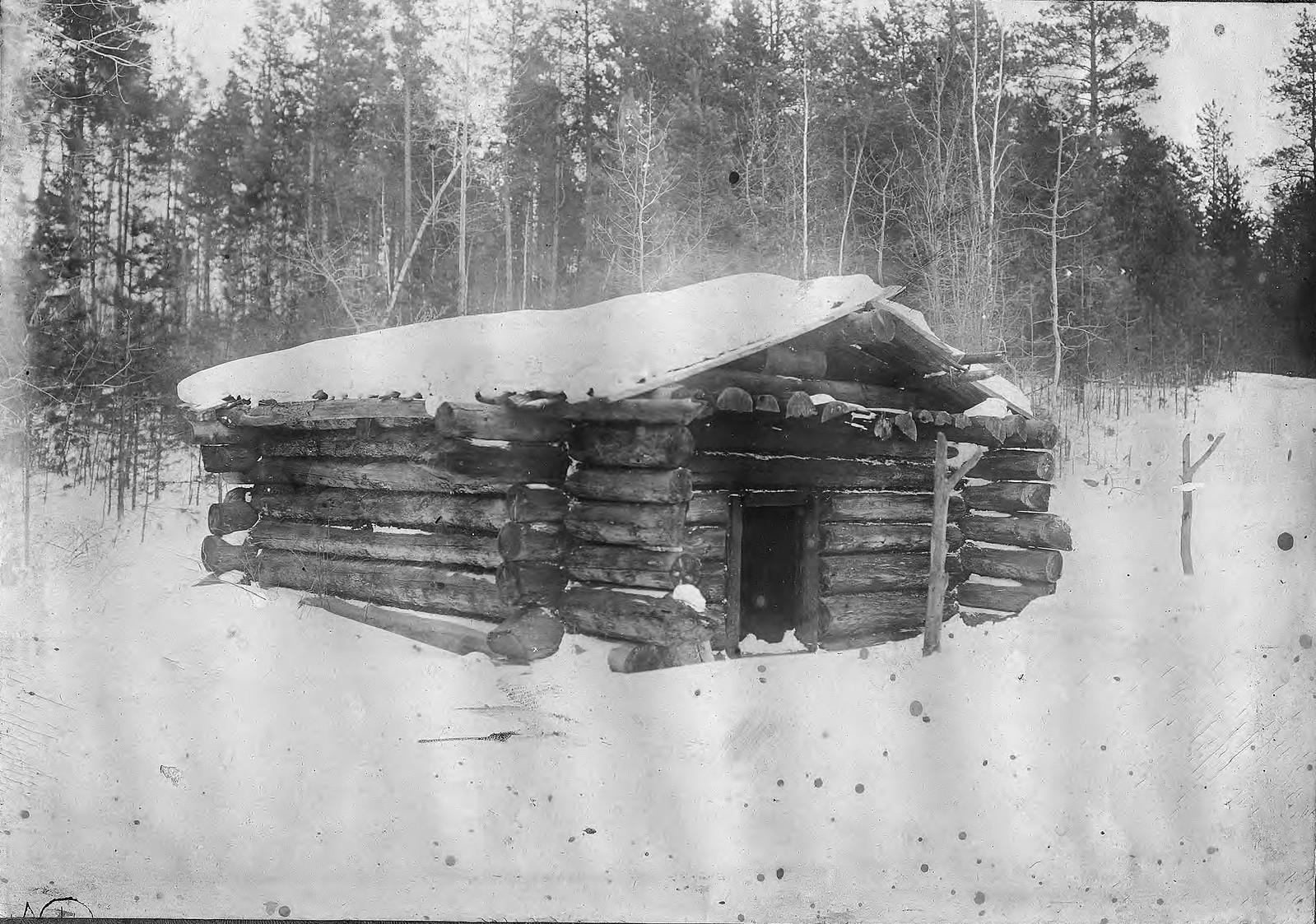 Промысловое зимовье в Приангарье.