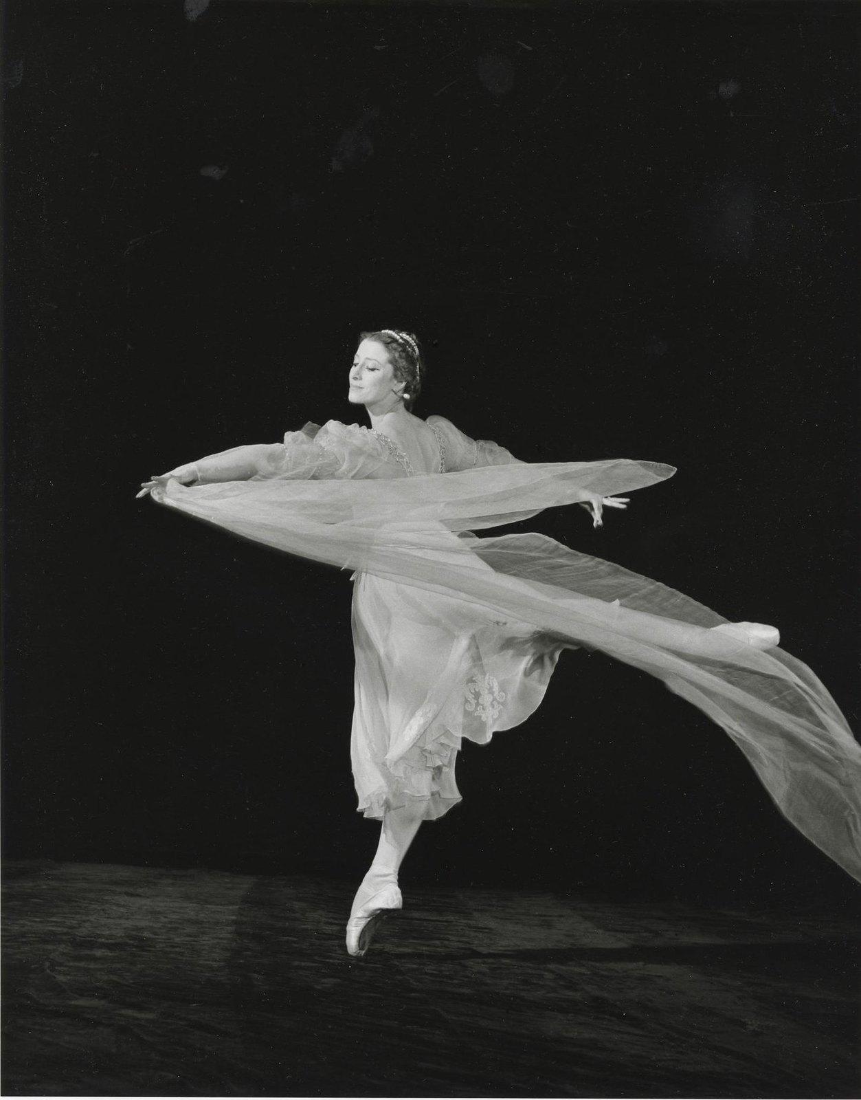 1950-е. Майя Плисецкая в спектакле Большого театра «Раймонда»