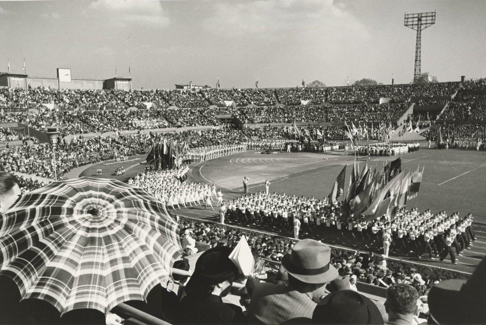 1947. Физкультурный парад на стадионе «Динамо» к 800-летию Москвы. 7 сентября
