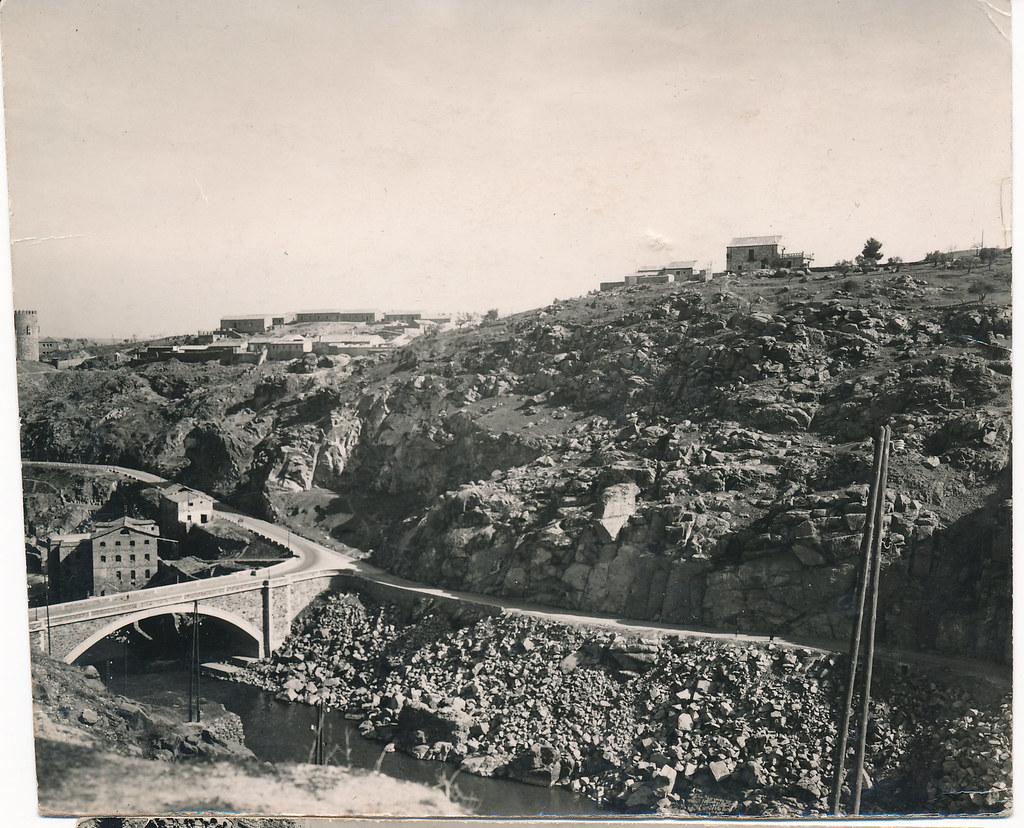 Puente nuevo de Alcántara y Barrio de San Blas tras la guerra civil. Foto Rodríguez. Colección personal de Eduardo Sánchez Butragueño.