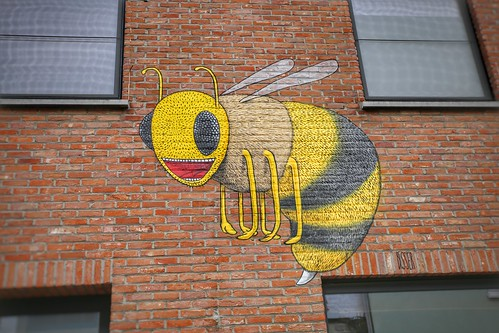 Jenny the Bee, mural from artist  Bisser